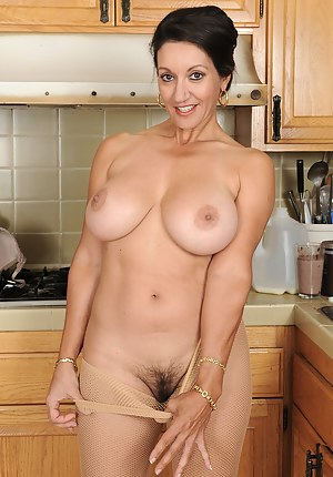 Big Tit Housewife Porn Pictures